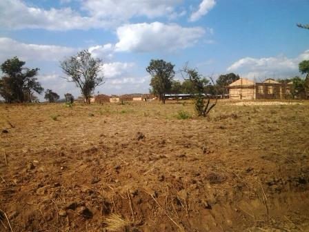 Visite du camp des réfugiés (en construction) à Nyankanda