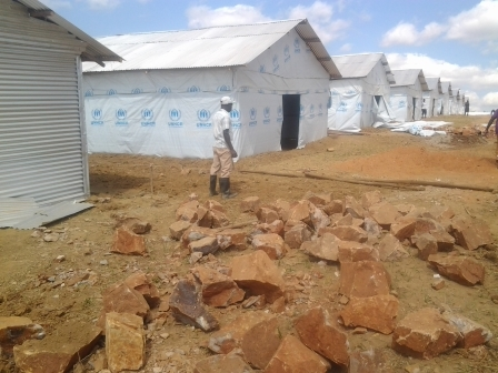Visite du site de transit (en construction) à Nyabitare